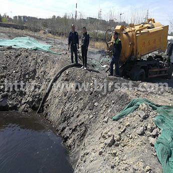 玉泉路清理泥沙淤泥、工业拖污水